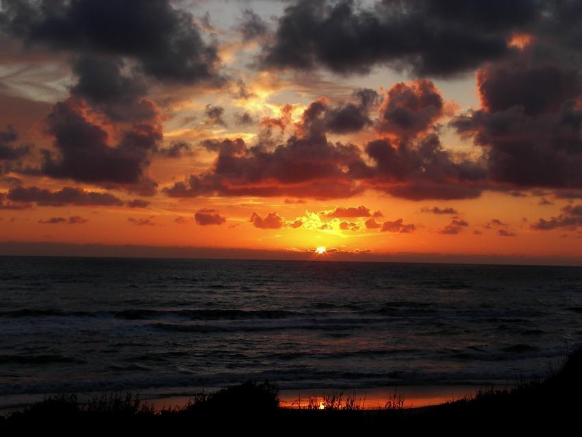 tramonto sul mare Lido di Latina foce del duca spiaggia nuvole temporale
