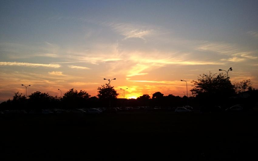 tramonot dal parchegggio della stazione di Latina scalo a Latina